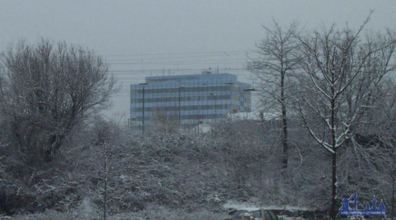 Das neue Rathaus im Winter (Foto: Hell)
