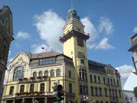 Die Volkshochschule der Stadt Völklingen hat ihren Hauptsitz im Alten Rathaus