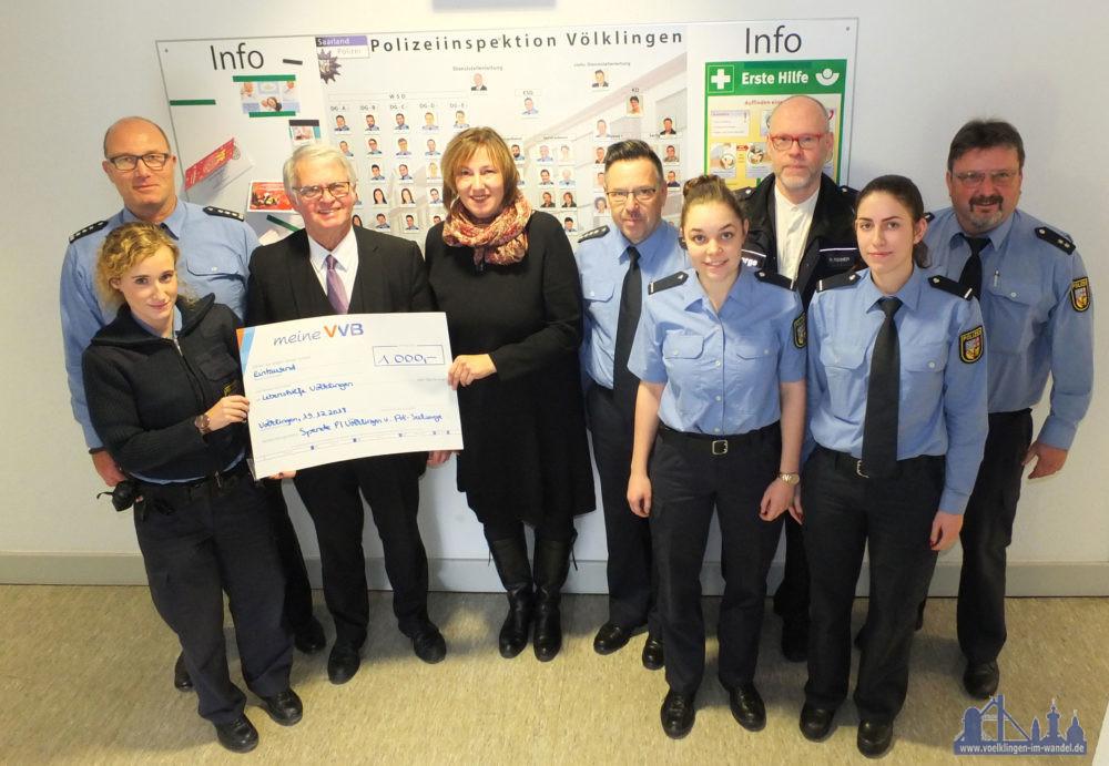 1000,-- € war das Ergebnis der Kollekte der Messe sowie einer Spende der Mitarbeiter der Polizeiinspektion Völklingen. (Foto: PI VKL)