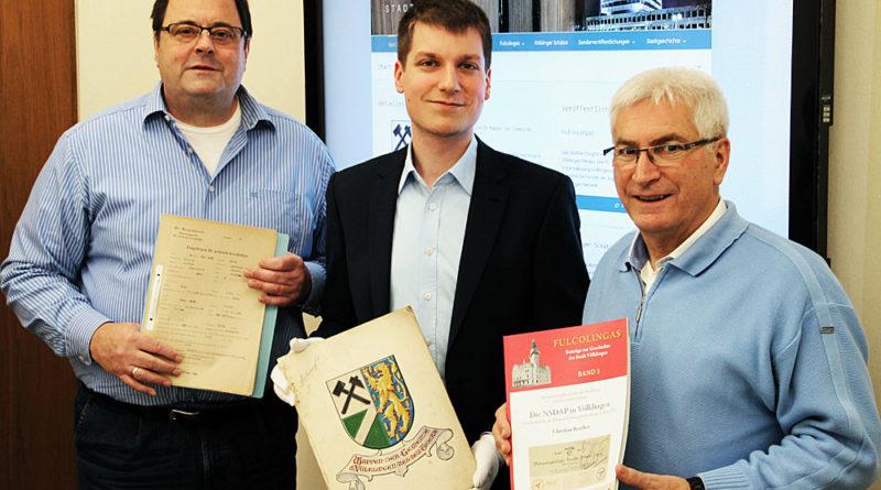 Der neue Archivar zwischen Oberbürgermeister Klaus Lorig und Fachdienstleiter Karl-Heinz Schäffner (l.) (Foto: Stadt)