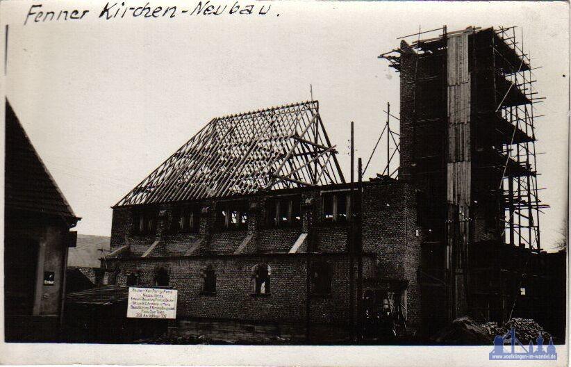 Die alte Kirche in Fenne während des Baus (Sammlung Strempel)