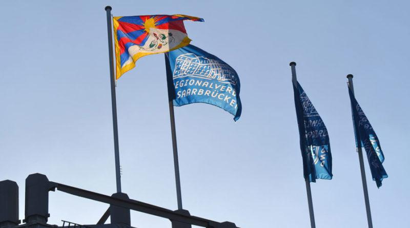 Flagge von Tibet auf dem Schloss Foto: Regionalverband / Lars Weber