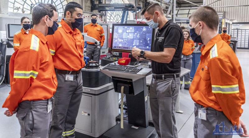"""""""Ein besonderer Tag für die neuen Auszubildenden von Dillinger und Saarstahl: Die neuen Azubis machen sich mit den Ausbildungswerkstätten und den Unternehmen vertraut."""" (Foto: Rolf Ruppenthal / SHS – Stahl-Holding-Saar)"""