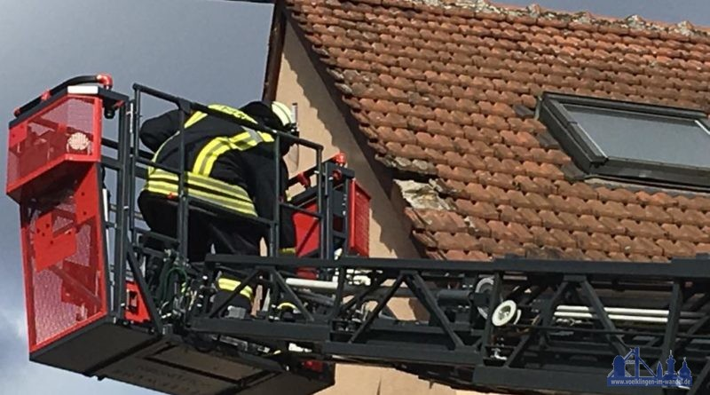 Auch in Geislautern lösten sich Dachziegel von einem Haus (Leserfoto)