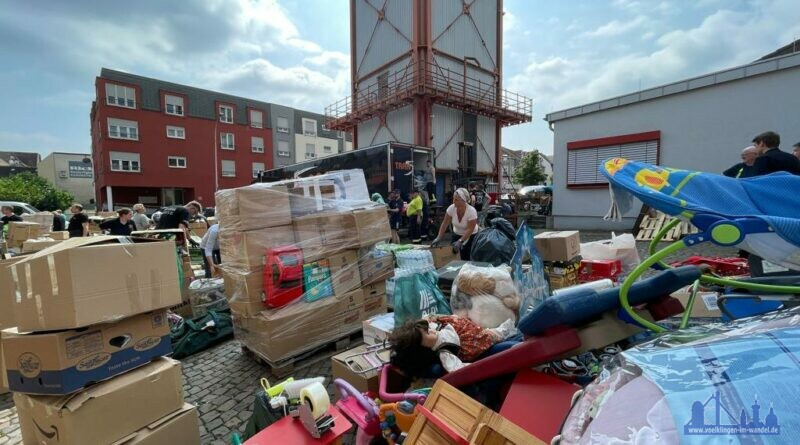 Helfer sammeln in Völklingen Hilfsgüter für die Betroffenen in Ahrweiler Fotos: Simon Mario Avenia