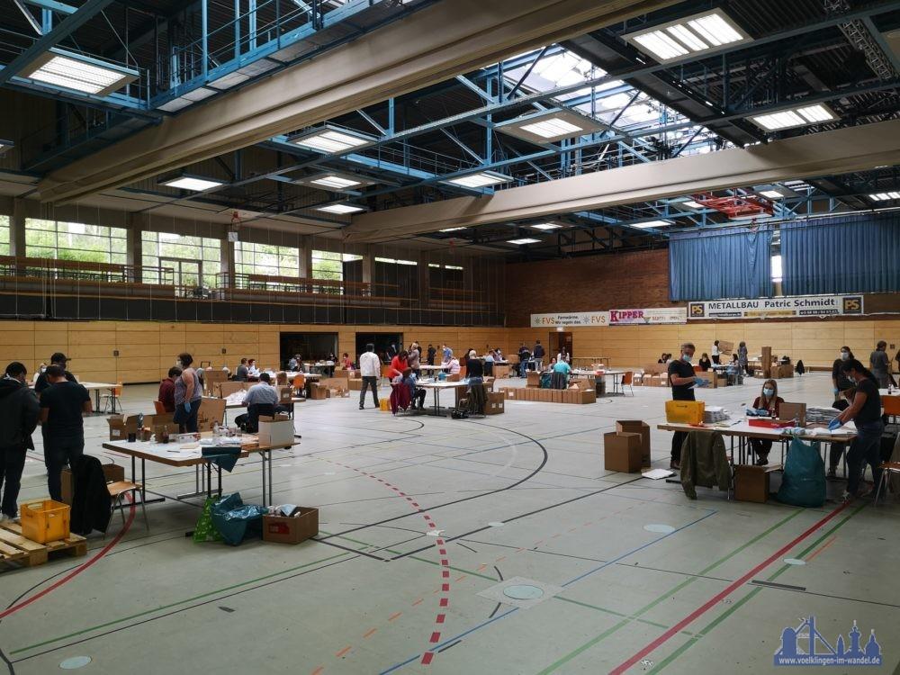 Die Hermann-Neuberger-Halle wurde zur Verpackungs- und Logistikhalle umfunktioniert (Foto: Hell)