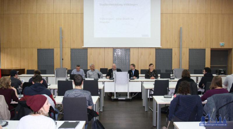 StudentInnen des Projekts im Neuen Rathaus Foto: U. Grieger