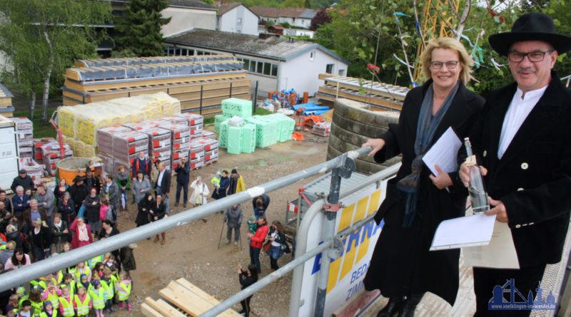Oberbürgermeisterin Christiane Blatt bei der Einweihung mit Roland Bernarding Foto: U. Grieger