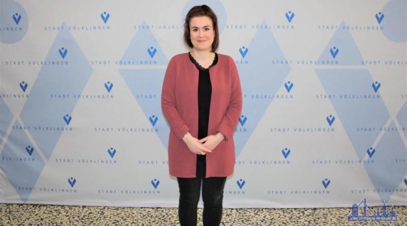 """Volljuristin Anne Schleppi (30) ist die neue Fachbereichsleiterin """"Bürgerdienste"""" bei der Stadt Völklingen. (Foto: Stadt)"""