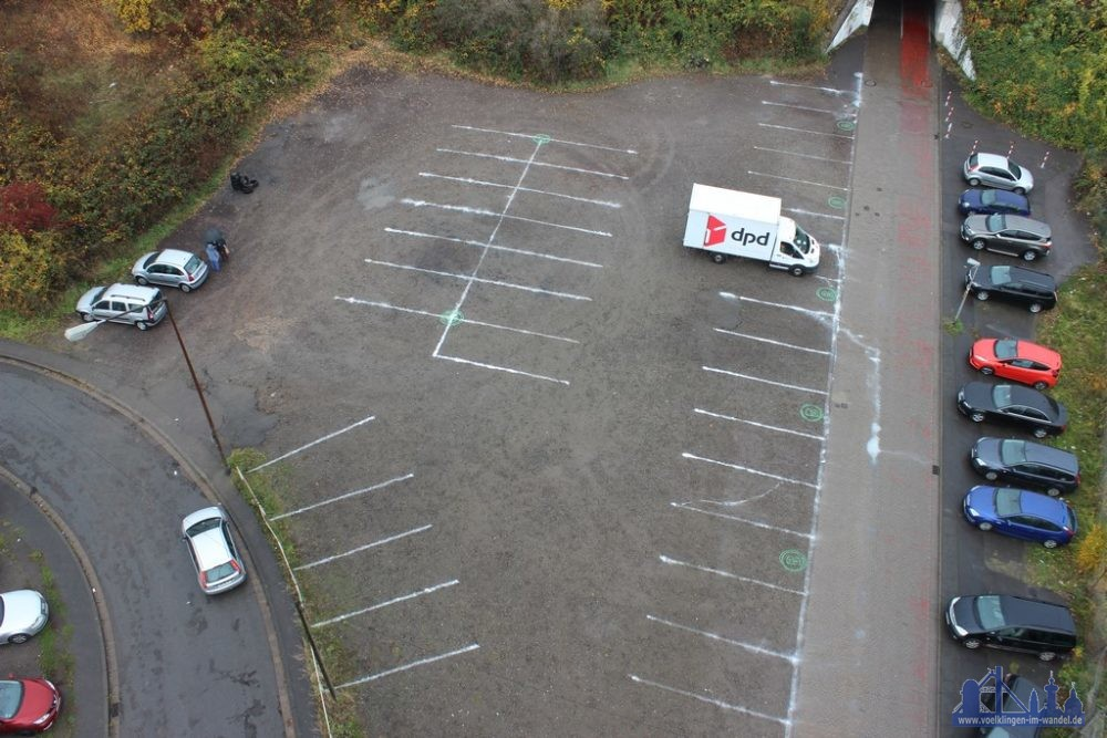 Die eingezeichneten Parkbuchten im Alten Brühl (Foto: Mailänder)