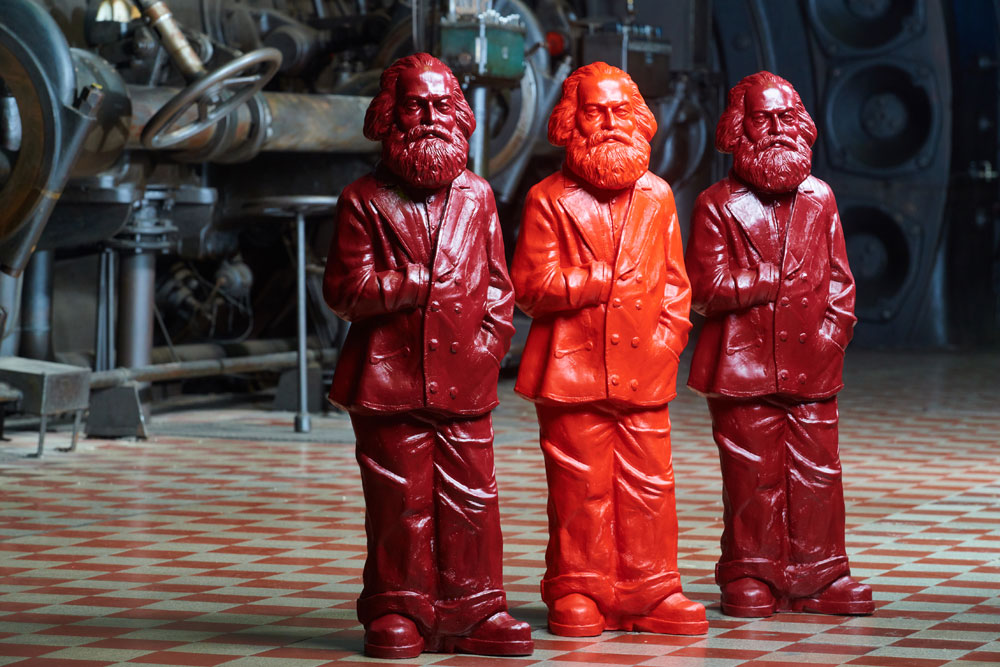 Ottmar Hörls Karl-Marx-Figuren in der Gebläsehalle des Weltkulturerbes Völklinger Hütte Copyright: Weltkulturerbe Völklinger Hütte/Tom Gundelwein