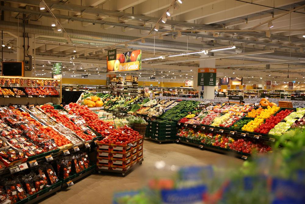 : Bis zu zweimal täglich werden die 46 deutschen Globus SB-Warenhäuser mit frischem Obst und Gemüse beliefert. (Bildnachweis: Globus SB-Warenhaus)