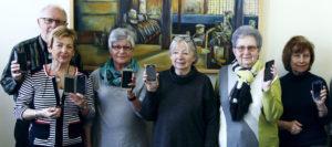 Nach dem Smartphone-Kurs wissen auch Senioren wie es geht,....