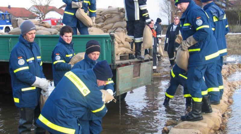 Ein Team des THW bei einem Tauwettereinsatz in Pfaffen. Foto: Symbolisch; gemeinfrei