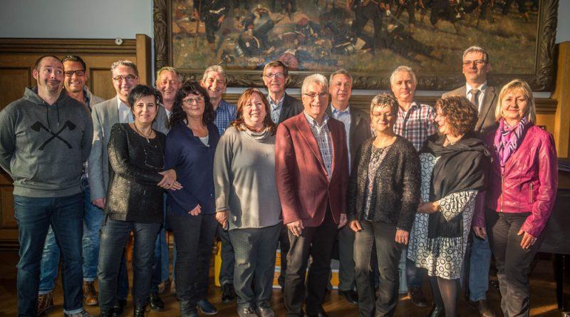 Oberbürgermeister Klaus Lorig hat im Festsaal des Alten Rathauses 25 städtische Mitarbeiterinnen und Mitarbeiter für ihre langjährige Arbeit in der Stadtverwaltung geehrt (Foto: Stadt VKL)