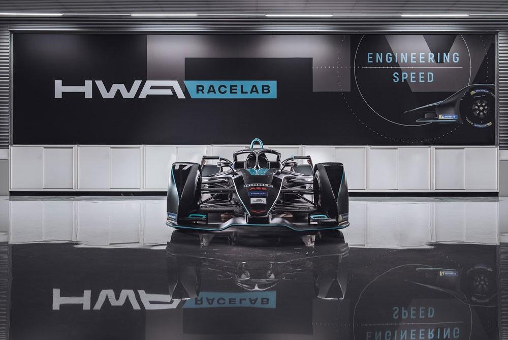 Das HWA RACELAB-Team ermöglicht es Carrie Schreiner aus Völklingen erstmals ein Formel-E-Auto zu testen (Foto: PM motorsport-xl.de)