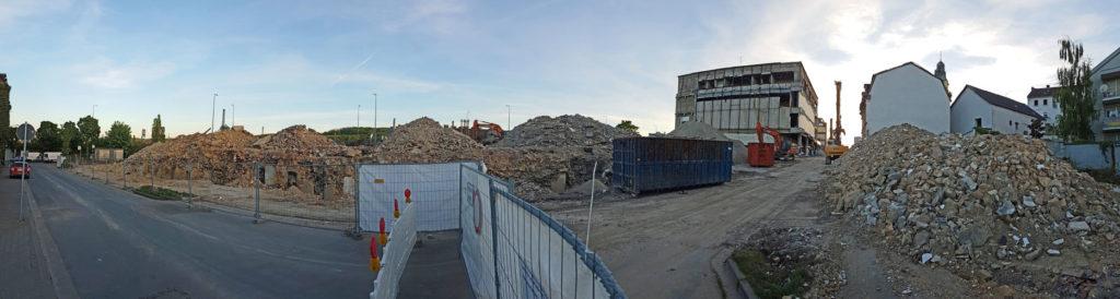 Blick vom Martinsplatz: Von der Bebauung in der Alten Schulstraße ist nicht mehr viel übrig. (Foto: Hell)