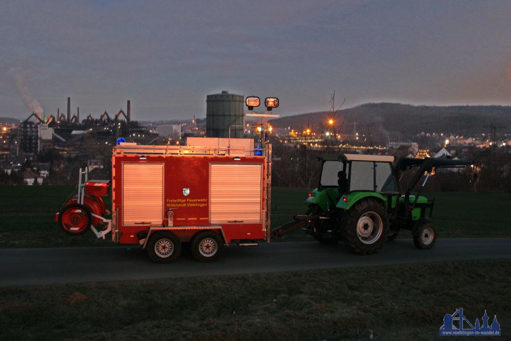 Der Versuchs-FWWA mit Deutz-Zugfahrzeug beim Fotoshooting vor Völklingen (Foto: Hell)