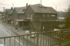 Unverkennbar: Der schlechte Zustand des Bahnhofs in den 90er Jahren (Foto: H.Bach)