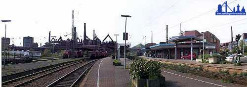 Blick heute bei Einfahrt aus Saarbrücken auf den neuen Bahnhof Völklingen (rechts) und das Weltkulturerbe (Foto Andreas Hell 2001)