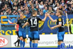 Die Spieler des 1. FC Saarbrücken bejubeln das Tor (Foto: Hell)