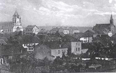 Der Ort Lauterbach um 1912. Das Foto zeigt den Warndtdom und seinen Vorgängerbau. © http://www.warndtdom.de
