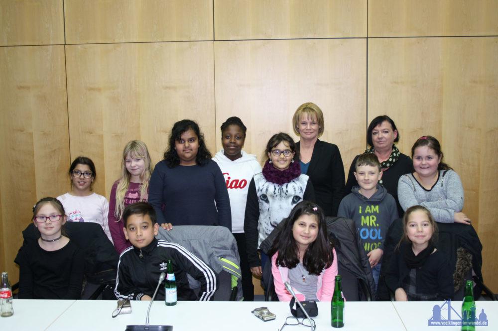 Kinderrechte AG der Grundschule Bergstraße im Gespräch mit Oberbürgermeisterin Christiane Blatt