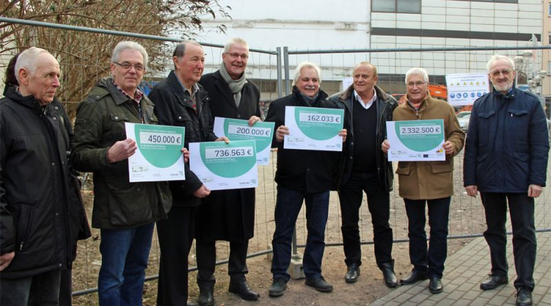 Innenminister Klaus Bouillon übergab insgesamt 4 Millionen Euro (Foto: Hell)