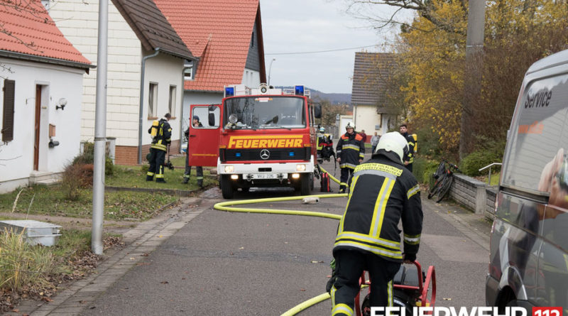 Zimmerbrand mit Menschenrettung in Fürstenhausen (Foto: Feuerwehr)