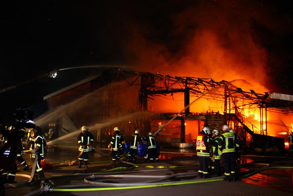 Die Halle brannte ab (Foto: Hell)