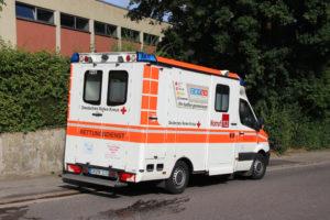 Der Hausmeister wurde vorsorglich zur Untersuchung ins Krankenhaus verbracht (Foto: Hell)