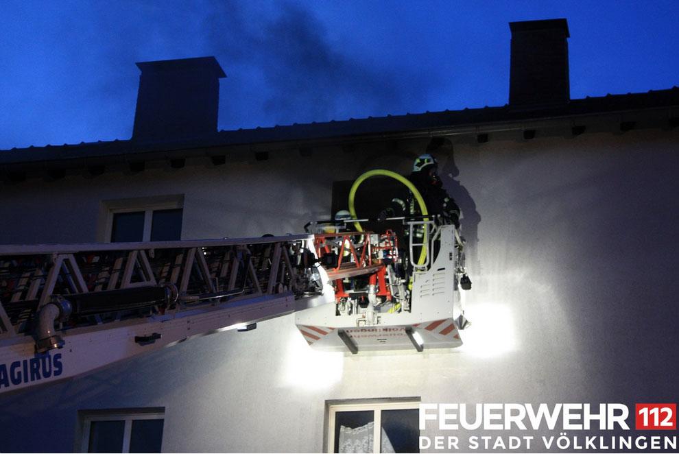 Brand eines in Renovierung befindlichen Gebäudekomplexes  (Foto: FFW Völklingen)