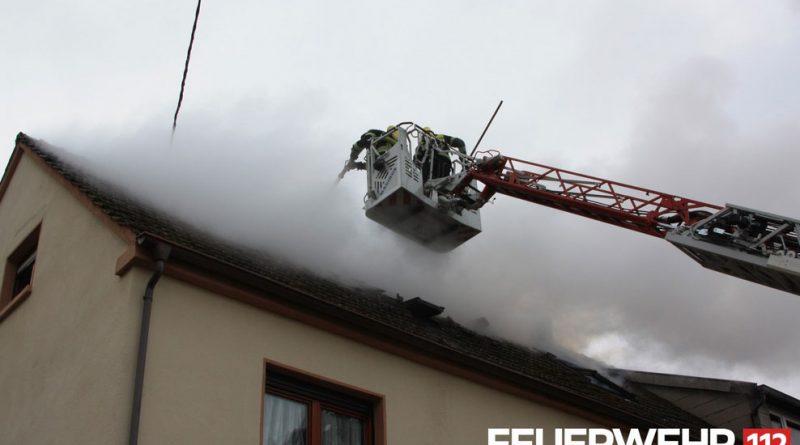 Dachgeschossbrand in Fürstenhausen (Foto: FFW VKL)
