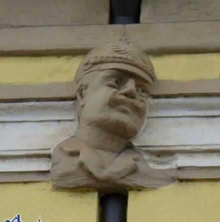 Noch heute ist der Mann mit der Pickelhaube am Alten Rathaus verewigt. © Andreas Hell