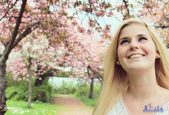 """Bei Instagram nennt sie sich """"_natuerlichblond_"""". Im Völklinger Schillerpark zeigte sie 2016 warum. (Foto: Chrissy)"""