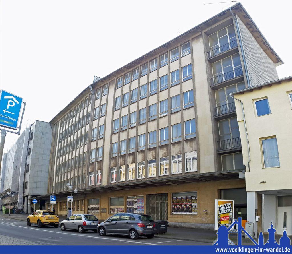 Die Zwillingsgebäude standen bis auf ein Stockwerk über viele Jahre leer, mit dem Umzug der Stadtverwaltung könnten sie eine Wiederbelebung erfahren (Foto: Andreas Hell)
