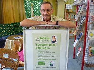 Helmut Pütz, Leiter der Stadtbibliothek, stellt die Onleihe vor (Foto: Stadt)