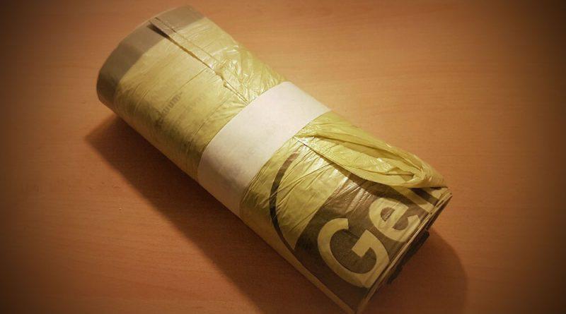 Eine Rolle Gelbe Säcke (Foto: Hell)