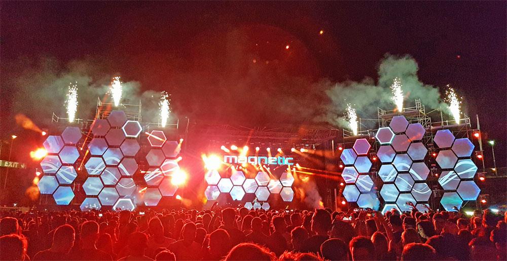 Feuerwerk, Laser, buntes Licht: Neben der Musik das gewisse Extra der Show (Foto: Hell)