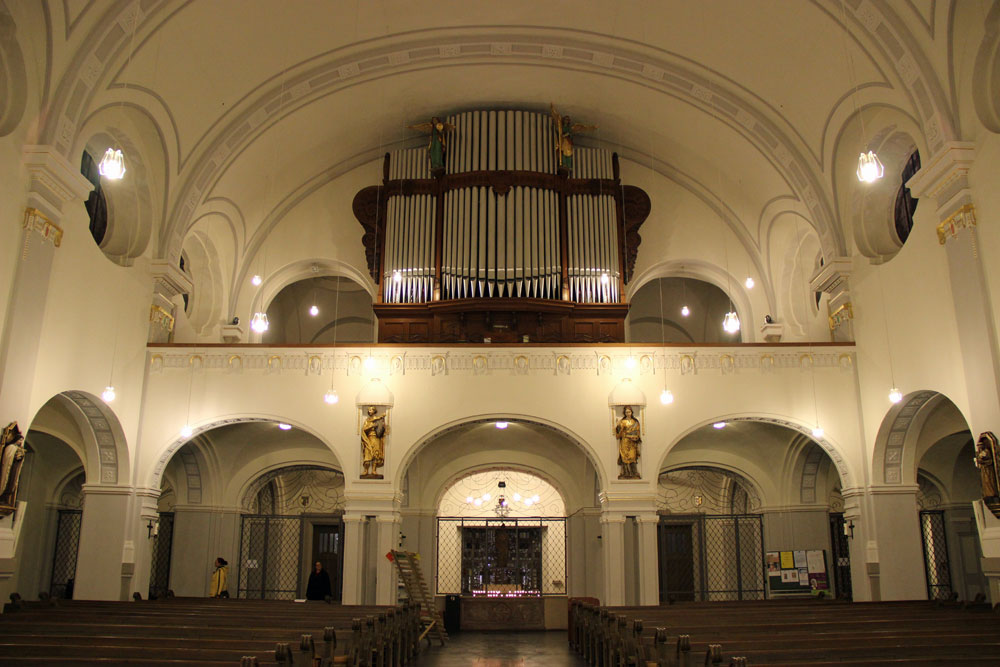 Der Innenraum von Sankt Eligius nach den Renovierungsarbeiten, Blick auf die Orgel (Foto: Hell)