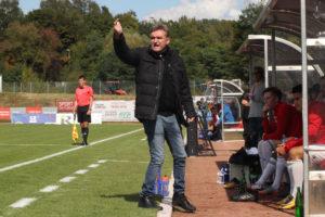 Günter Erhardt war gerade mit der ersten Hälfte nicht zufrieden (Foto: Hell)