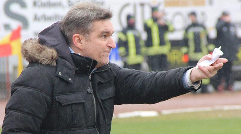 Günter Erhardt peitscht sein Team nach Vorn (Foto: Hell)