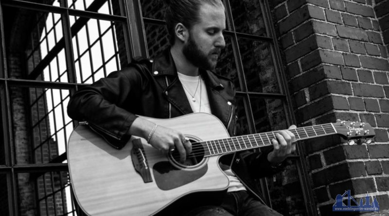 Philipp Leon an der Gitarre. Foto: Daria Wink