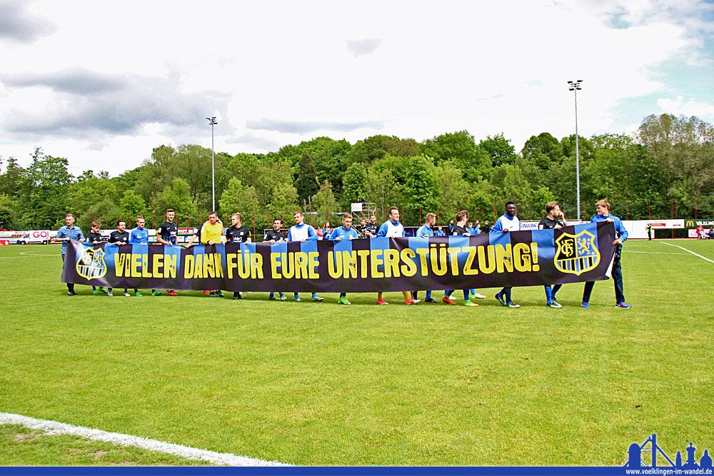 Der 1. FC Saarbrücken dankt seinen Fans (Foto: Hell)