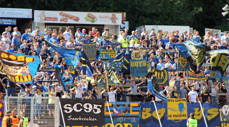 FCS-Fahnen im Fan-Block (Foto: Hell)