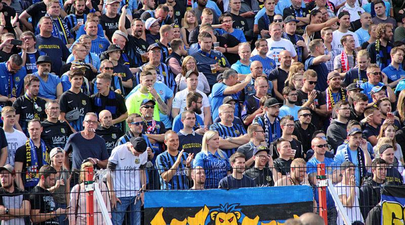 ... zittern und schreien die FCS Fans ihr Team nochmal nach vorn. (Foto: Hell)
