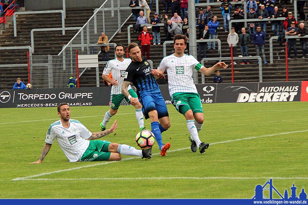 Auch FCS Top-Stürmer Schmidt fehlte es am letzten Schritt (Foto: Hell)