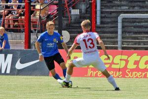 Mario Müller setzt sich gegen Sergej Schmik durch (Foto: Hell)