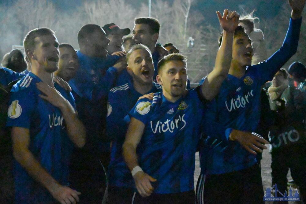 Der FCS ist der einzig verbliebene Nicht-Bundesligist der laufenden Pokalrunde - das kann man mit seinen Fans durchaus einmal feiern! (Foto: Andreas Lang)