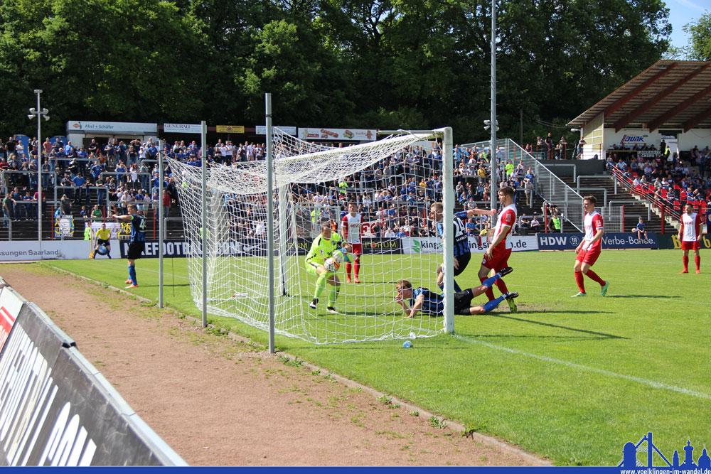 Wenn es nach Kevin Behrens geht, klappt es genau so nochmal: Er machte beim letzten Spiel das entscheidende 3:0 für den 1. FC Saarbrücken gegen den OFC - nur muss jemand anders seine Rolle übernehmen, da er ausfällt (Foto: Hell)